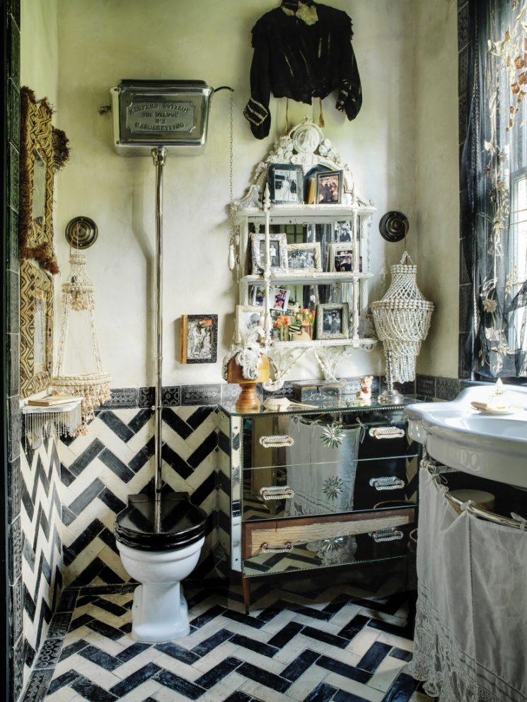 Salle de bain en noir et blanc ultra-bohème