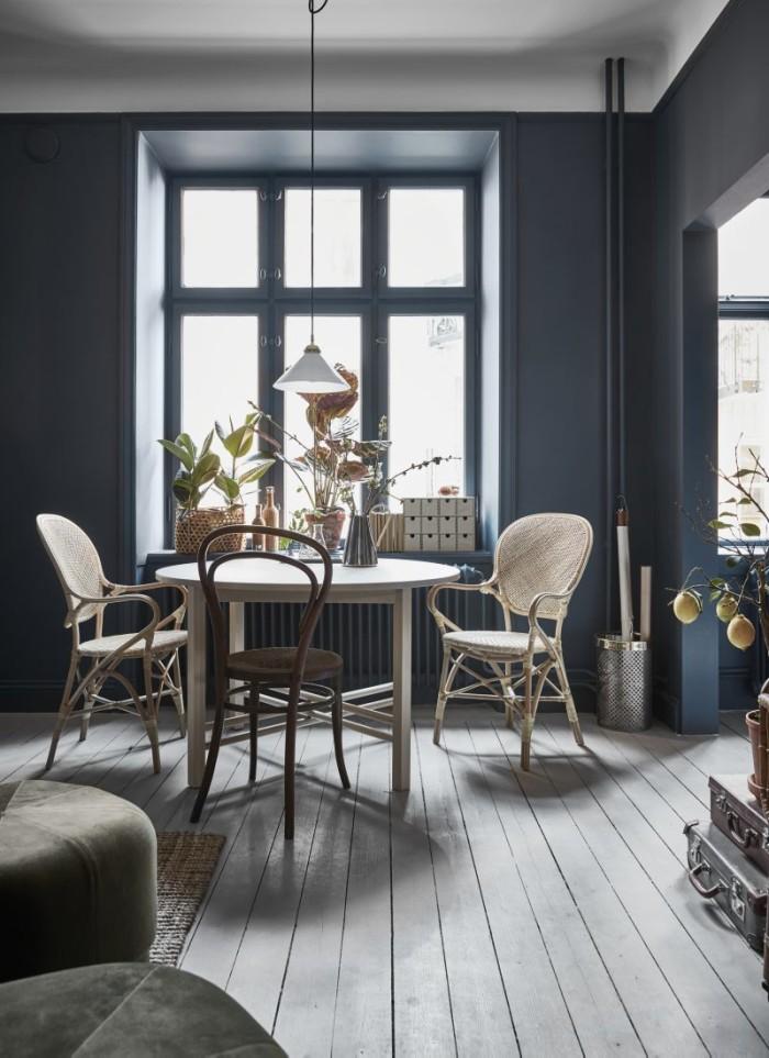 Ambiance feutrée pour cet intérieur en bleu grisé