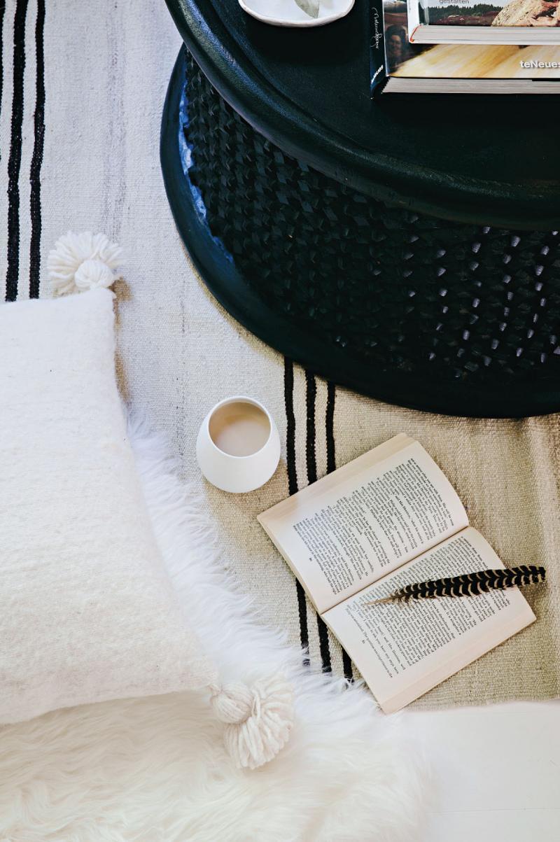 Dans la veine, j'ai un esprit shabby chic, patine, blanc et objets ethniques || La maison de Natalie Walton, fondatrice d'Imprint house