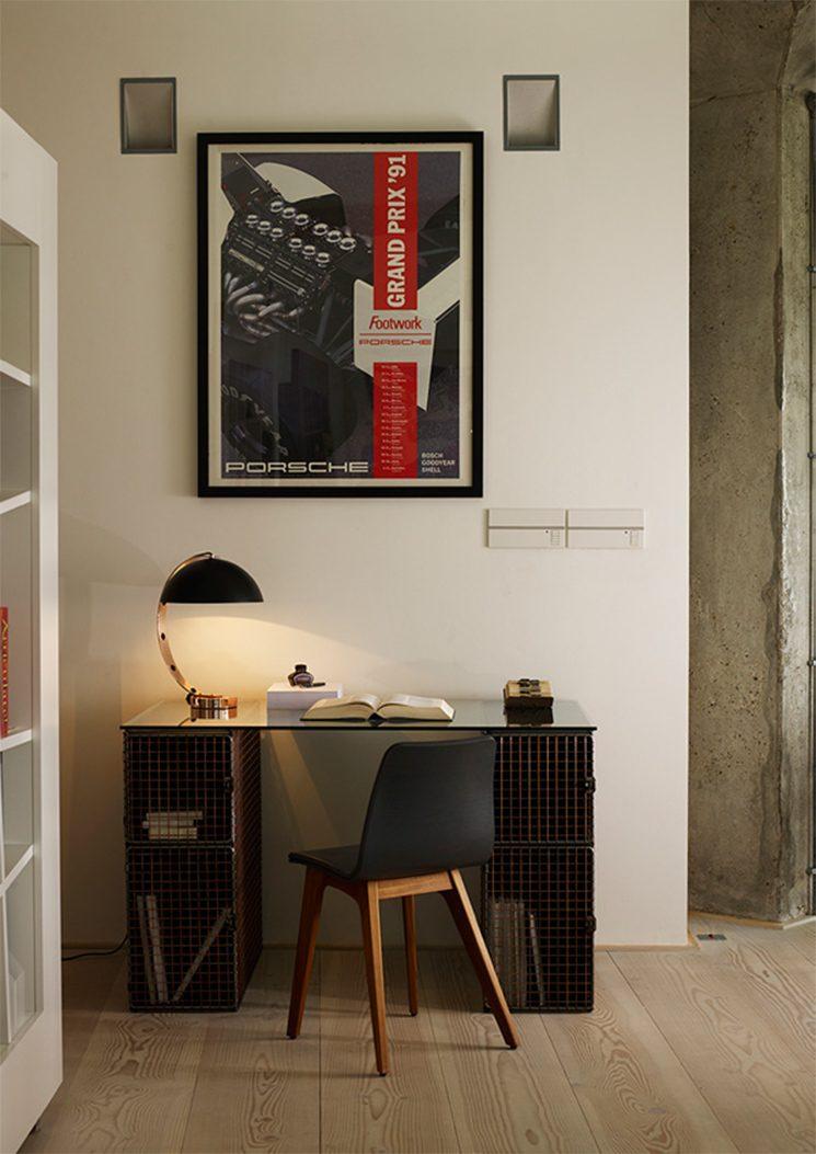 Original BTC - Lampe de bureau iconique, conçue par Charlie Bowles LONDON