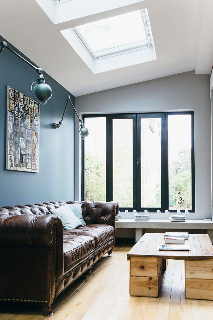 """Le bleu, le noir et le blanc pour une ambiance """"factory"""" par l'architecte Camille Hermand"""