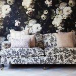 Les papiers-peints «dark floral» par Ellie Cashman