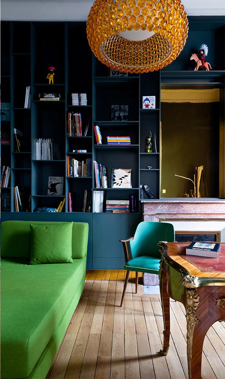 Le bleu foncé, un faire-valoir des couleurs vives || Agence Daphné Serrado