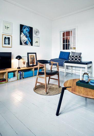 On accessoirise avec du bleu marine comme cet intérieur
