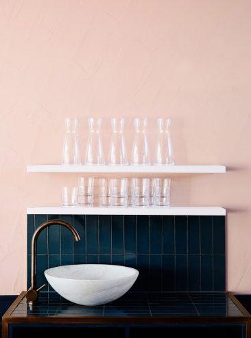 On ose l'association du bleu marine et du rose || Restaurant Moby 3143 | Armadale en Australie