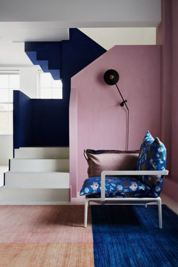 On ose l'association du bleu marine et du rose || Gabby Deeming decor