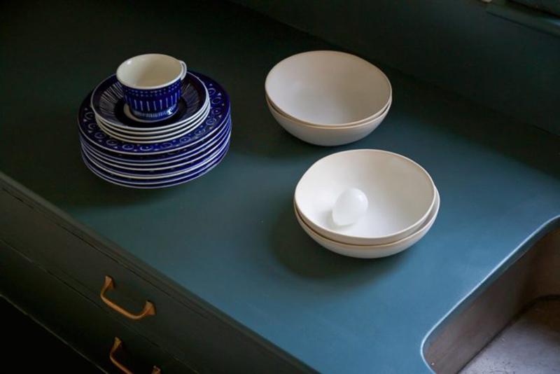Une cuisine relookée en bleu Inchyra Blue de Farrow&Ball