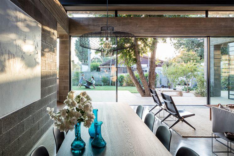 Palette de matière : Aspect ciment et béton brut | Bare house by Jacobs Yaniv architects