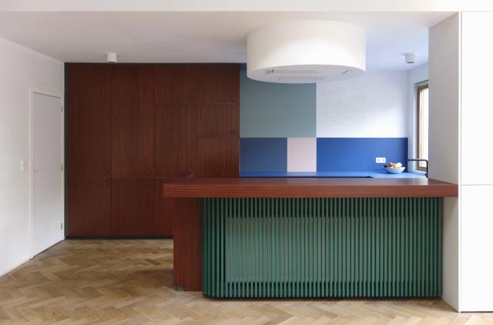 Les agencements colorés et scénographiés de l'architecte designer Dries Otten || Projet Sam Sam