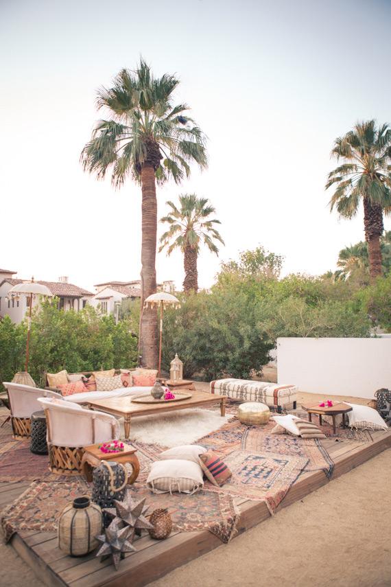 AMÉNAGER UNE TERRASSE D'EXTÉRIEUR BOHÈME - Un dîner hippie au Korakia hôtel à Palm Springs