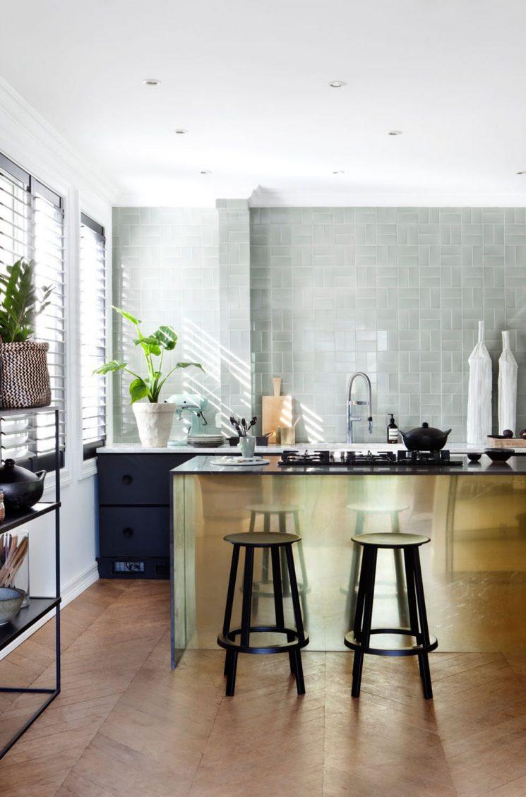 du laiton dans la cuisine : bling ou mat ?
