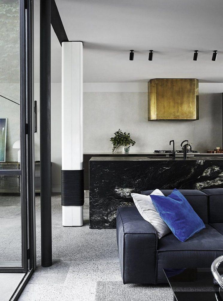 Du laiton dans la cuisine : bling ou mat ? | Fitzroy House par Fiona Lynch