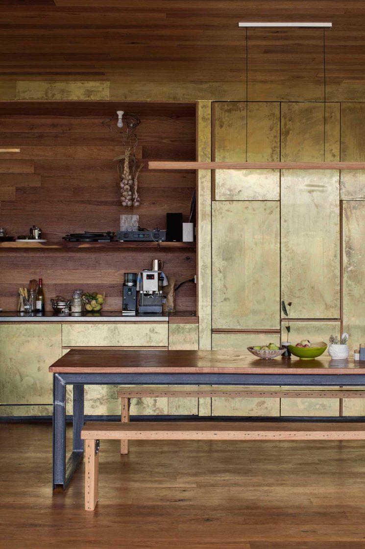 Plan De Travail Chrome du laiton dans la cuisine : bling ou mat ? - turbulences déco