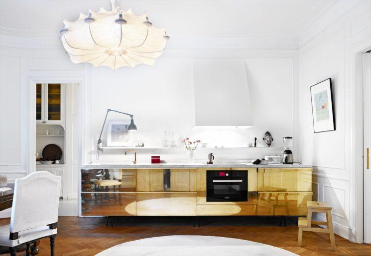 Du laiton dans la cuisine : bling ou mat ? | Des placards de cuisine dorée