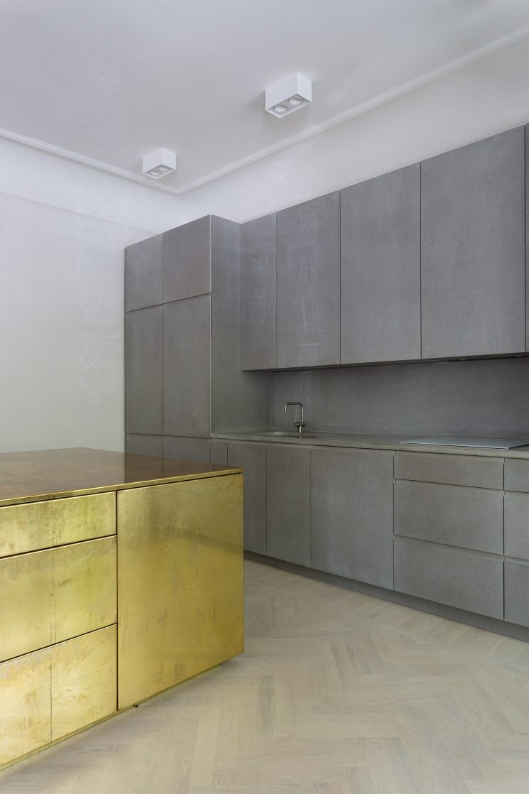 Du laiton dans la cuisine : bling ou mat ? | Gold & Gray Appartement par Richard Lindvall