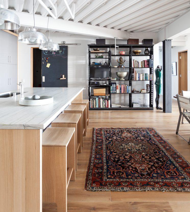 Le tapis persan en déco | Hyde garage dans une ambiance industrielle