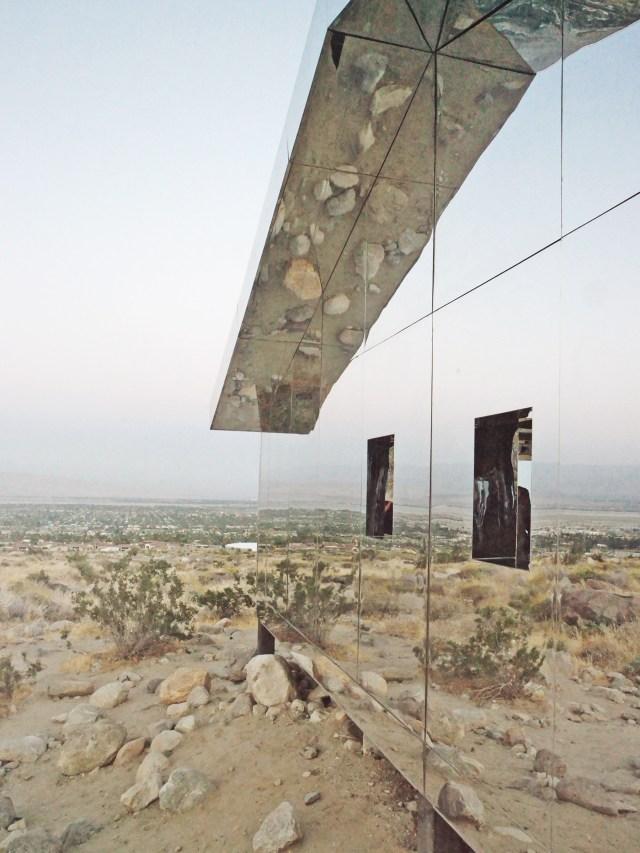 Mirage de l'artiste Doug Aitken - Land Art - Désert de Coachella, Californie via nubbytwiglet.com