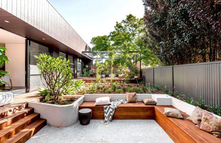 Maison en Australie ouverte sur l'extérieur // Salon extérieur