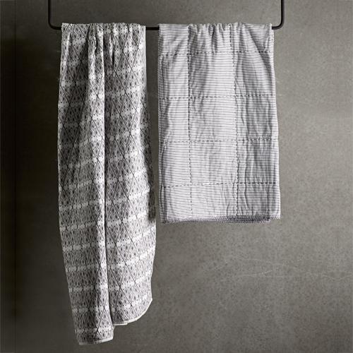 Plaid en coton blanc motif noir Tine K Home - 135x200cm