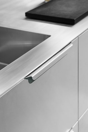 Reform ou comment relooker une cuisine Ikea - Cuisine Sigurd-Larsen en aluminium plié et découpé