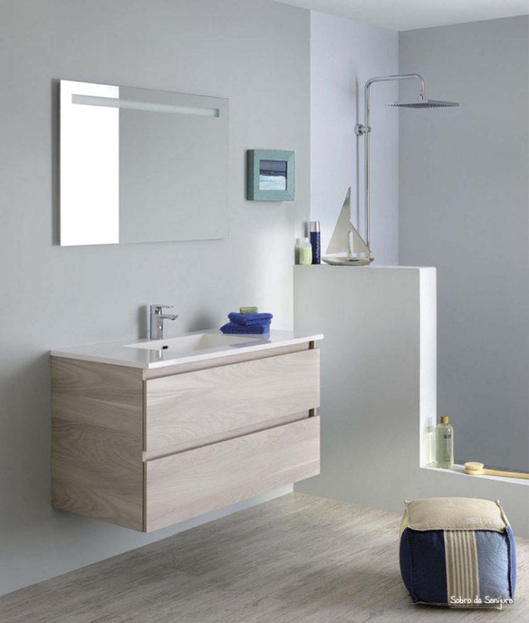 Une salle de bain de style bord de mer || Meuble de salle de bain Sobro, champagne, Sanijura