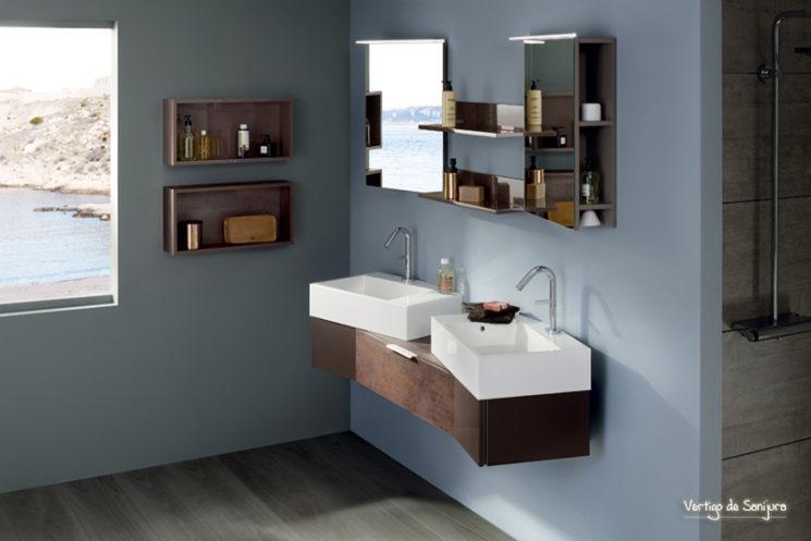 Une salle de bain de style bord de mer || Meuble de salle de bain Vertigo mélaminé taloche cuivre, Sanijura