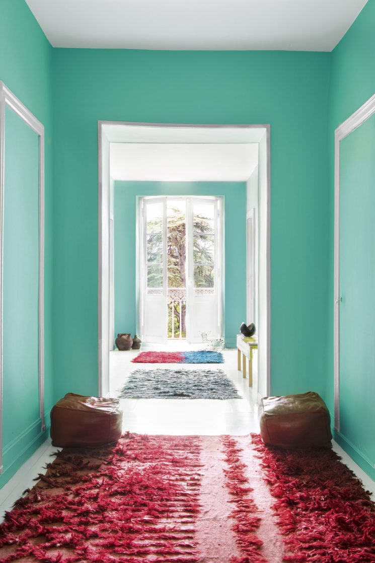 Tendance vert d'eau || Une entrée vert d'eau aux tapis rouges