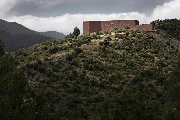 Maisons de terre || Villa E à Ourika au Maroc par le studio Ko