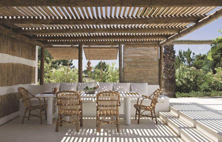 A l'ombre des canisses - Une pergolas en bois pour cette maison au Portugal