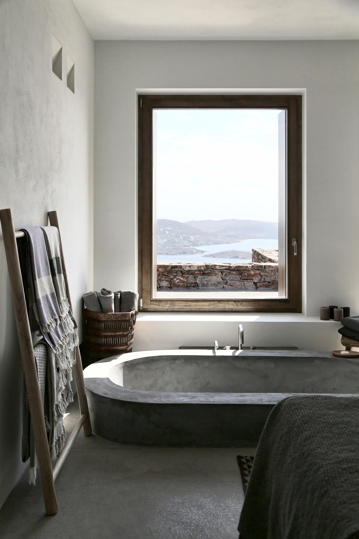Une salle de bain esprit bord de mer || Maison Block 722 à Syros