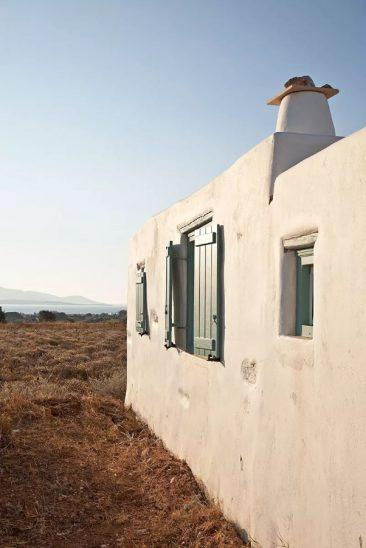 En blanc et bleu sous le soleil exactement || Vois architects - Projet Antiparos Katikia