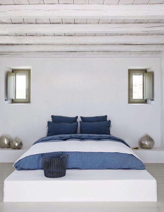 En blanc et bleu sous le soleil exactement || Dimitri Rizos architecte - Paros house