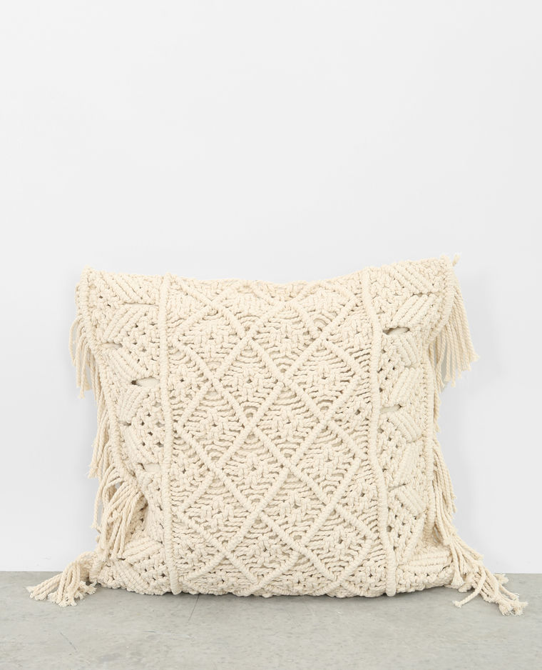 https://www.turbulences-deco.fr/wp-content/uploads/2017/08/Pimkie-home_housse-de-coussin-macrame-creme.jpg