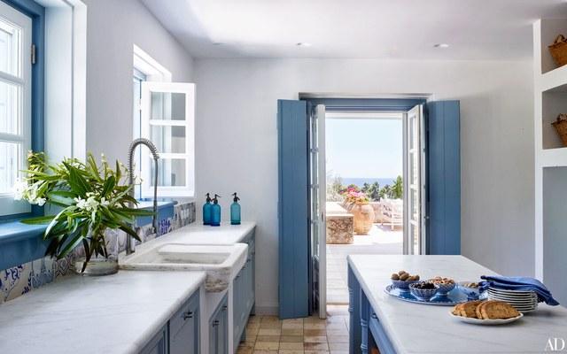 En blanc et bleu sous le soleil exactement || La maison d'Isabel Lopez Quesada