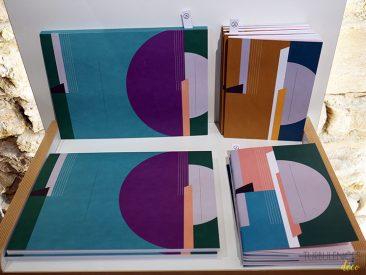 Papier Merveille de la papeterie qui affiche la couleur