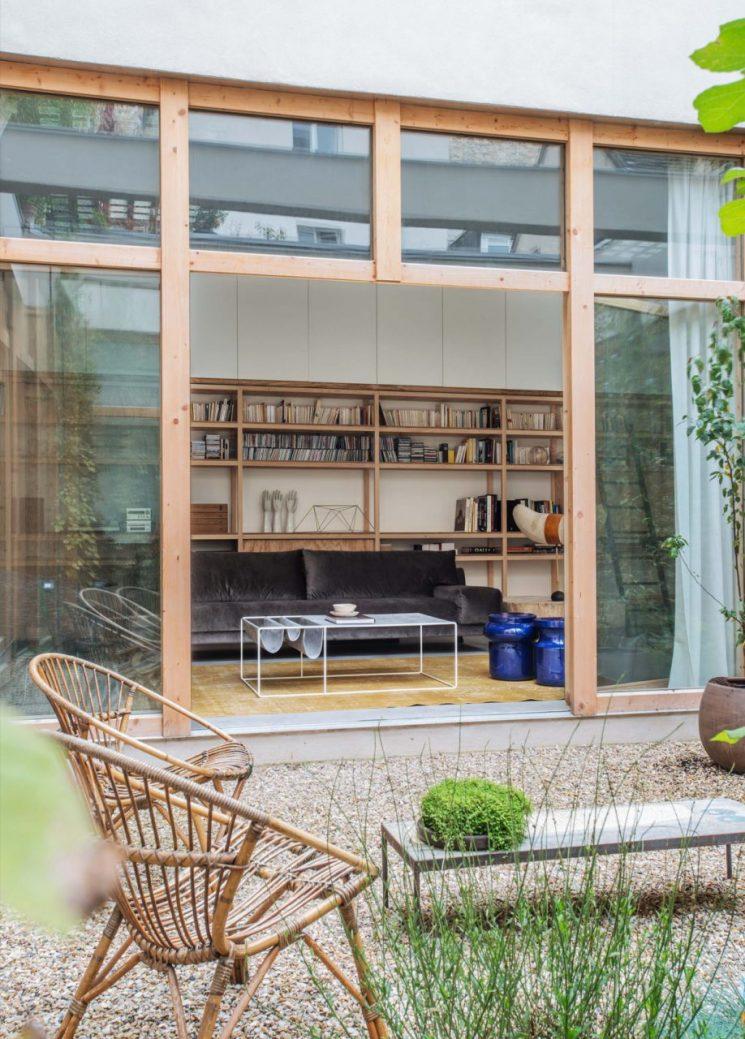 Un entrepôt rénové au fond d'une cours à Paris par l'agence LE LAD