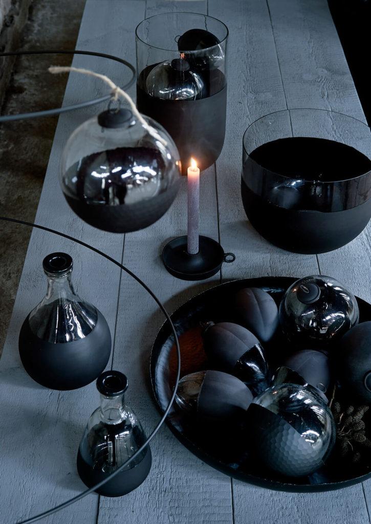 Une table de fête wabi sabi, entre ombre et lumière