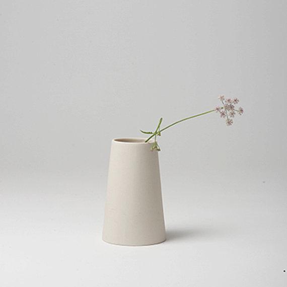 http://www.turbulences-deco.fr/wp-content/uploads/2017/12/GoldenBiscotti_petit-vase-en-porcelaine.jpg