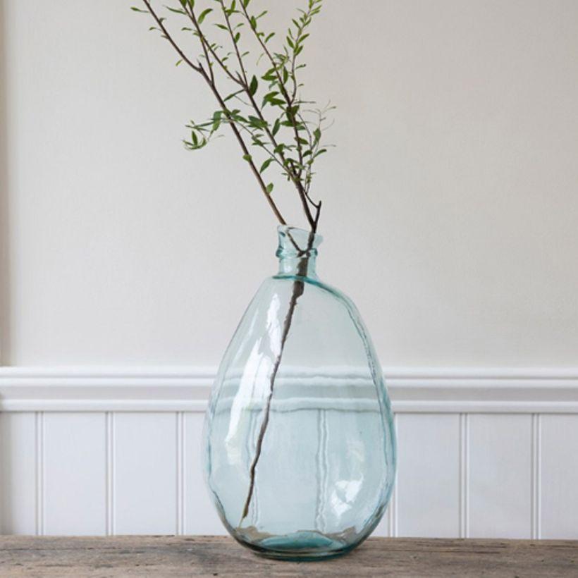 https://www.turbulences-deco.fr/wp-content/uploads/2017/12/decoclico_vase-bonbonne-en-verre-recycle-nuance-bleu.jpg