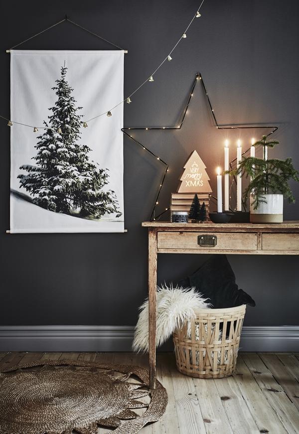 Un décor de noël en noir et blanc de style scandinave nordique