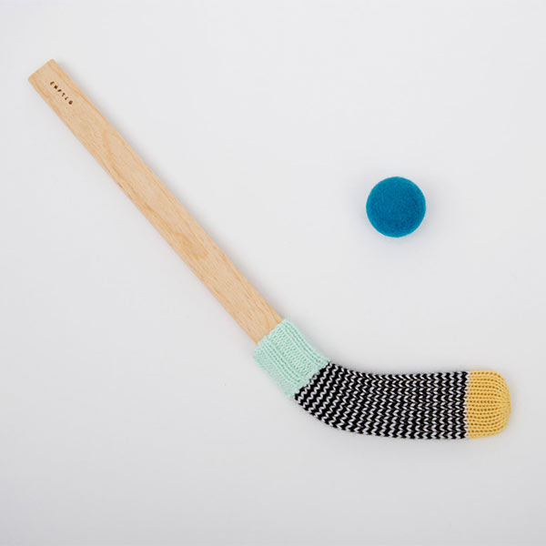 http://www.turbulences-deco.fr/wp-content/uploads/2017/12/desEnfantillages_mini-baton-de-hockey.jpg
