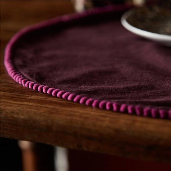 http://www.turbulences-deco.fr/wp-content/uploads/2017/12/monoprix-maison_set-de-table-rond-avec-pompons-violet.jpg