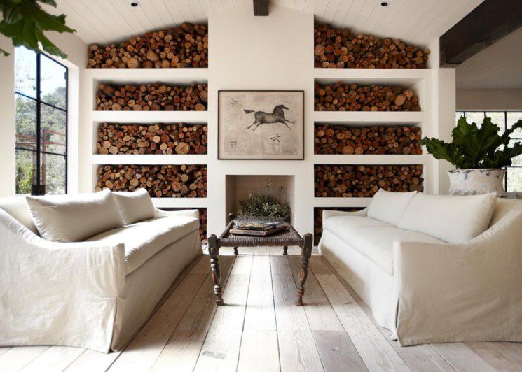 Stocker des bûches dans un intérieur plutôt contemporain