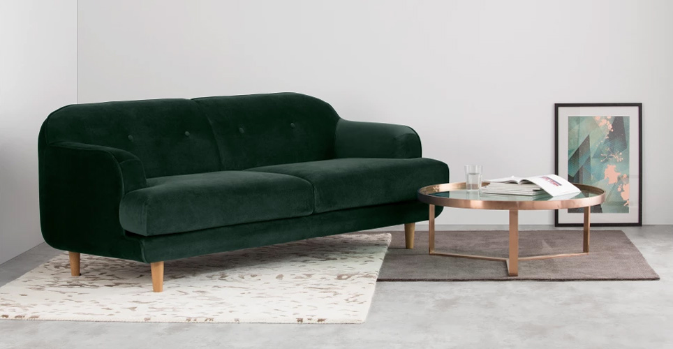 https://www.turbulences-deco.fr/wp-content/uploads/2018/01/madedotcom_gracie-3-seater-sofa-pine-green-velvet.jpg