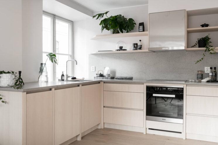 Quelques pistes pour optimiser les angles dans sa cuisine || Préférer un meuble à tiroirs quitte à perdre à laisser l'angle non utilisé
