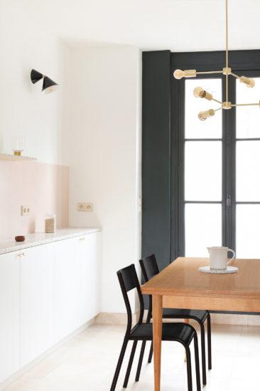 [ Inspiration déco ] Rose blush, Rose saumon || Rénovation d'une cuisine en terrazzo et rose blush par le studio Heju