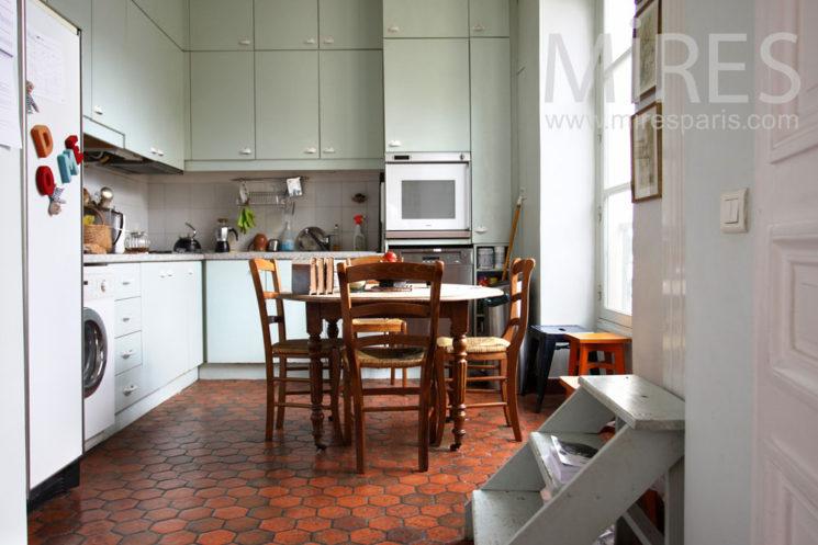 L'atout Tomettes en décoration d'intérieur || Appartement parisien au tomette brique