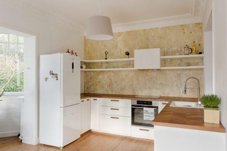Rénovation d'une cuisine avec mur vieilli - Monsieur Peinture