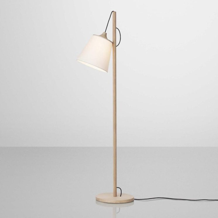 Lampadaire en bois, PULL, design Whatswhat - Muuto