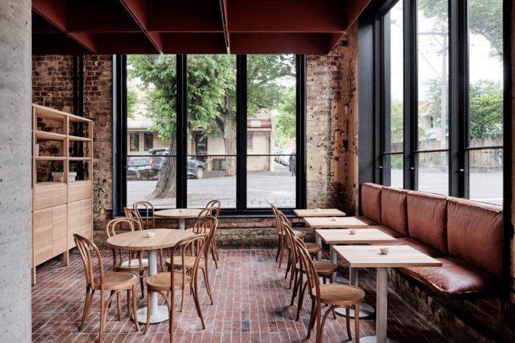 Terracotta mania, le rouge brique est partout || Bentwood Cafe à Fitzroy, Melbourne - Conception :Ritz & Ghougassian